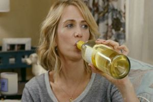 kristen-wiig-bridesmaids-wine